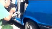 Вижте как се боядисват коли в Румъния