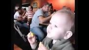 Смях - Физиономиите На Бебетата След Опитване На Лимон