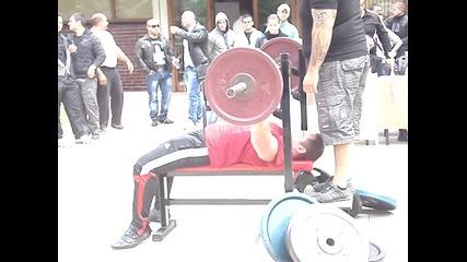 Повторениа на 70 кг, лежанка - Кико