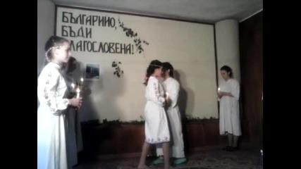 Танц върху песента на Кичка Будурова-майко Българийо!!