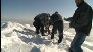 Спасяване на сърна затънала в снега