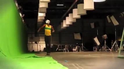 Юсейн Болт показва футболни умения