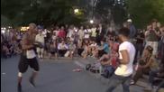 Улична боксова среща между чернокож и влогър