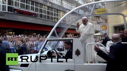 Папа Франциск по улиците на Сараево