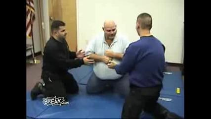 ! ! ! Дебел Полицай Тест / Fat Cop Taser ! ! !