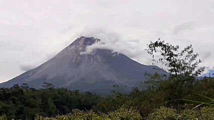 Indonesia: Mount Merapi spews forth ash as volcanic activity continues