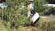 Лек автомобил падна от надлез на път Е-79