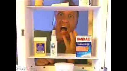 Скрита Камера - Какво Има В Шкафа