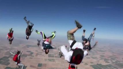 Скачане с парашут в стил Harlem Shake
