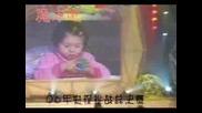 3годишно Момиченце Реди Кубчето На Рубик