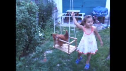 щастливо гледана кокошка:)
