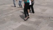 Как се играе сръбско хоро на Табиет феста в Ботевград.