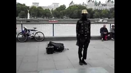 Великолепен уличен танцьор