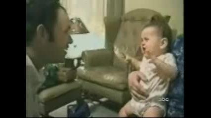 Бебе Се Плаши От Баща Си До Смърт