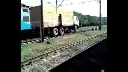 Руски камион минава кадето му е удобно