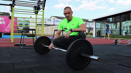 Тренировка за гръб на открито в Pulse Fitness & Spa West Park