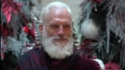 Canada: Meet 'Fashion Santa' – the sexy St. Nick selling selfies for the sick