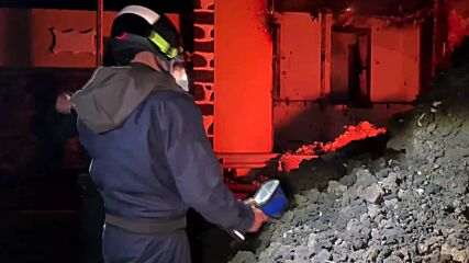 Spain: Military personnel collect lava samples during La Palma eruption