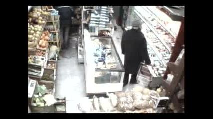 Крадци В Магазина