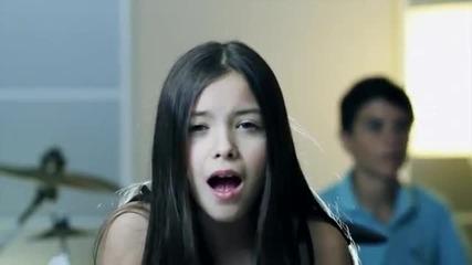 момичето пее много добре -sounds-adele-rollinging