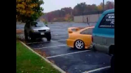 Лудо паркиране...