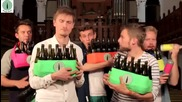 Вместо да изхвърляме бирените бутилки можем да направи като тези момчета