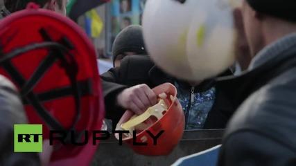 Ukraine: Miner melee! Clashes erupt at protest outside Presidential Administration