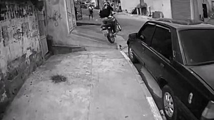 Уникални кадри, заснети от мото полицаи в Бразилия! Вижте само част от случаите, с които се сблъсква