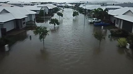 Австралия: Таунсвил под вода след наводнение