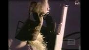 Def Leppard - Love Bites (превод)