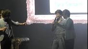Хари от One Direction рапира на концерта в Окланд