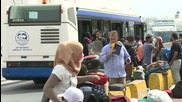 Greece: Refugees start to leave Piraeus port voluntarily