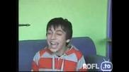 * 100% Смях * Момче Се Смее Като Олигофрен