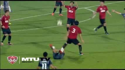 Футболист копира изпълнението на Стойко Сакалиев