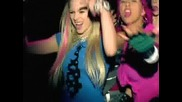 Avril Lavinge - Girlfriend + Subtitri