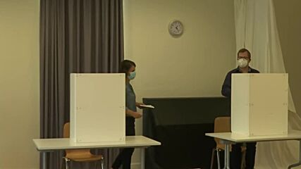 Germany: Baerbock casts her vote at Potsdam polling station