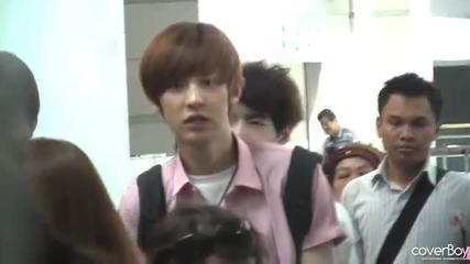 120518 Incheon Airport Chanyeol fancam - Smile!!