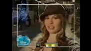 Късмет чарли филма - Теди и Еими пеят