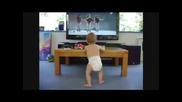 Бебе Танцува Много Яко /смях/