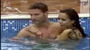 Лияна и Мариан се прегръщат в басейна / Vip Brother 2013