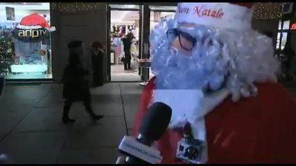 Алекс Дел Пиеро обикаля по улиците, маскиран като Дядо Коледа