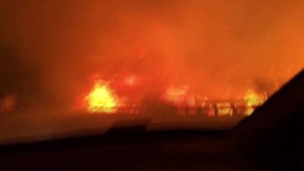 USA: Family drives through blazing California wildfire