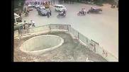 Смях ! Най смотания моторист на скутер в света !!!