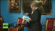 Russia: Putin gets sneak preview of Moscow State Art Gallery expo