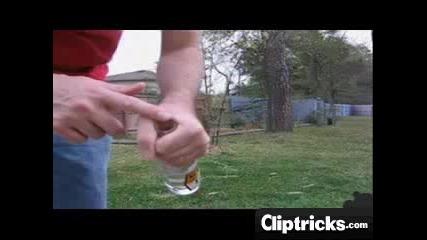 Как да счупите бутилка с голи ръце