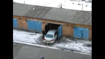 Как се паркира кола в гараж!!!