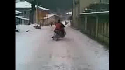 Руската Машина иж В Снега