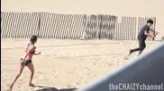 Шега с шампоан на непознати на плажа