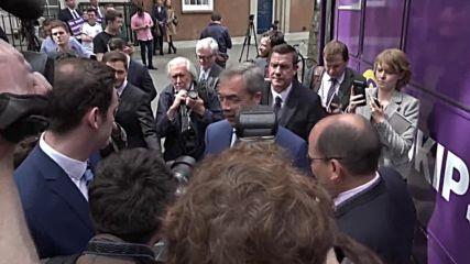 UK: Farage unveils UKIP's 'battle bus' ahead of EU vote