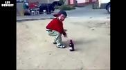Този малкият ще Ви сцепи от смях